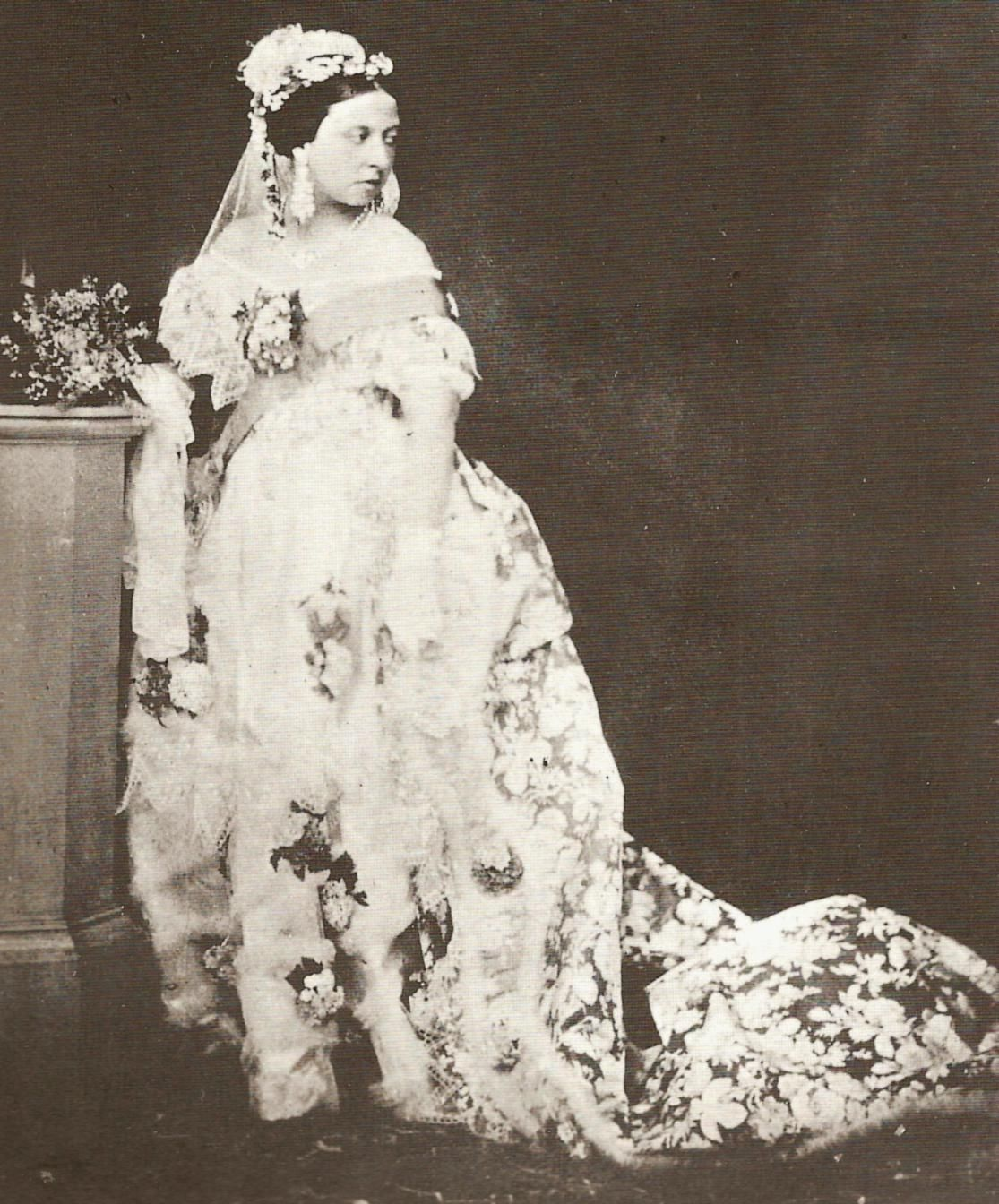 White Wedding Dress Queen Victoria: THE HUMBLE WEDDING GOWN White Is The Accepted Traditional