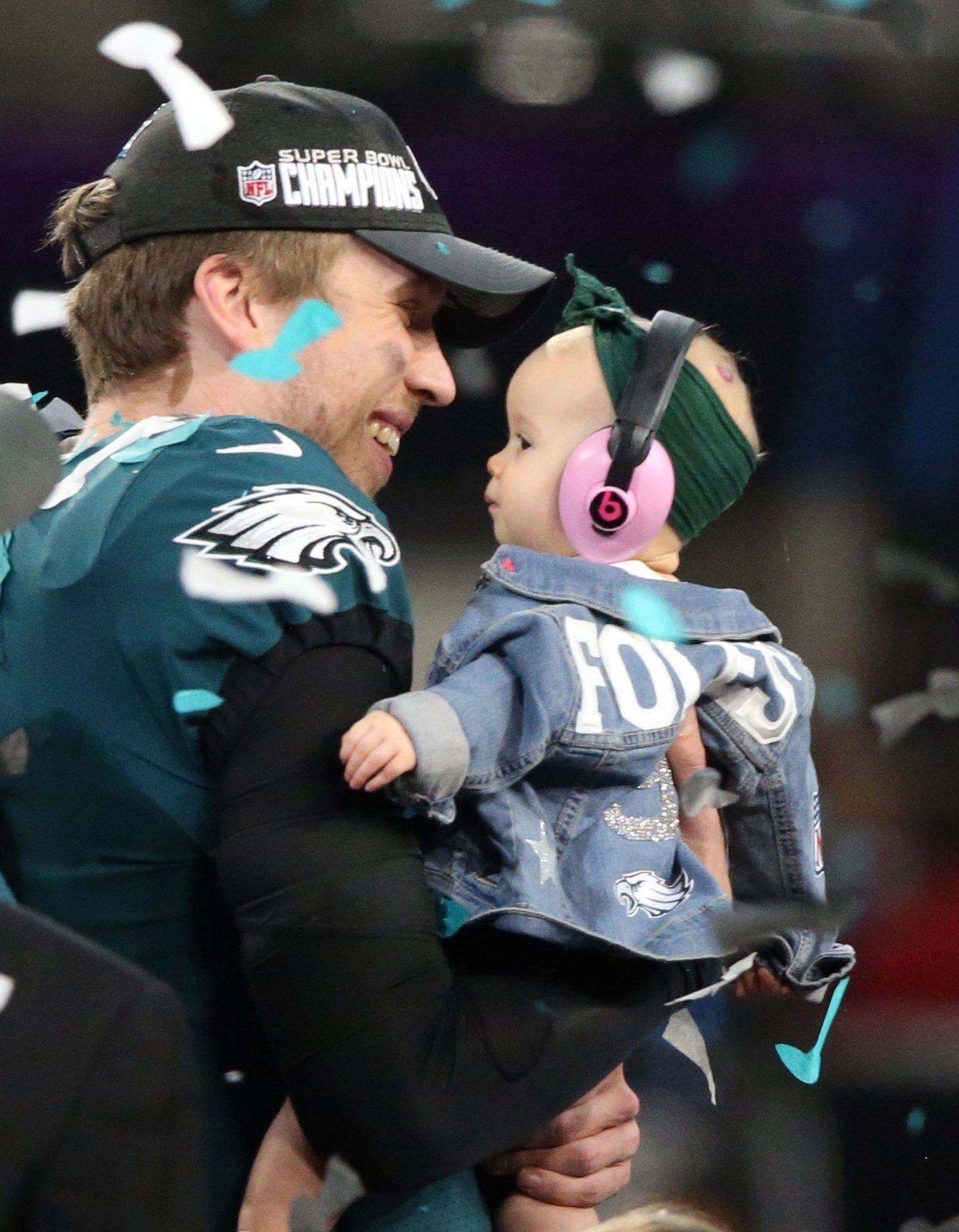 Nick Foles With His Daughter Lily Man Eagles Philadelphia Eagles