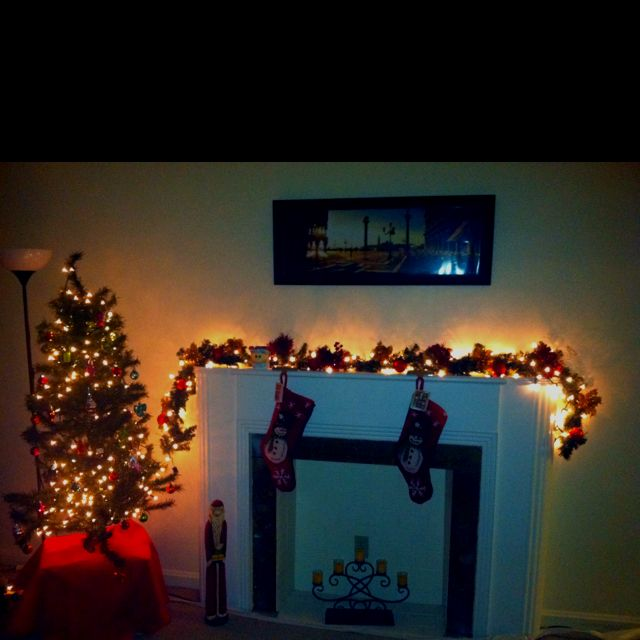 My apartment decorated for Christmas! Home/decorations Pinterest