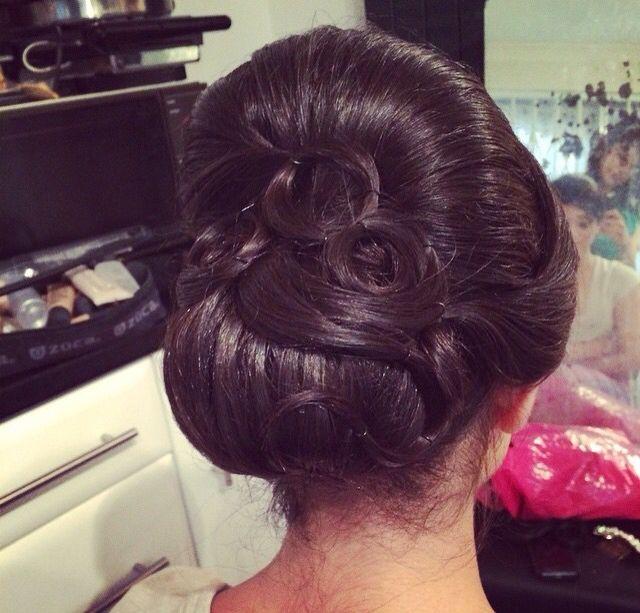 Indian Bridal Updo Wedding Hairstyles Updo Hair Styles Indian Wedding Hairstyles