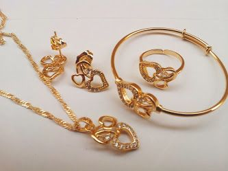 طقم أطفال مكون من سلسال وخاتم وحلق واسوره ضمان سنه ضد تغيير الللون ب 80 ريال فقط Gold Jewelry Gold Bracelet