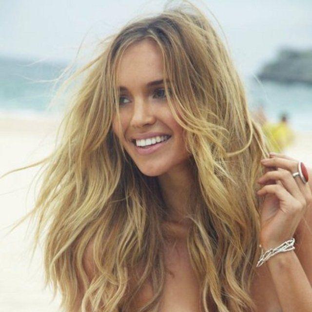 Cheveux Longs Blond Coiffure de plage, Maillot de bain