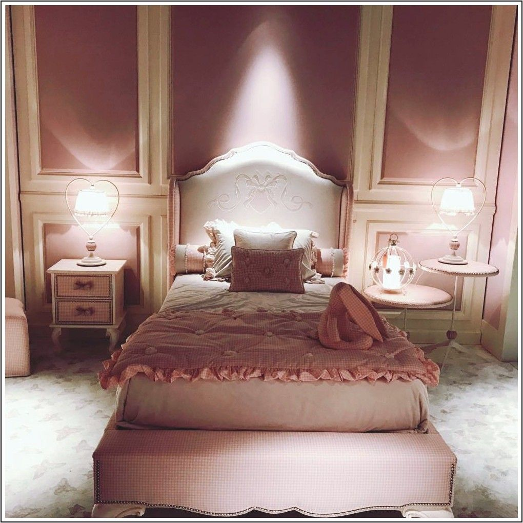 Disegni della panca della camera da letto e le decorazioni ...