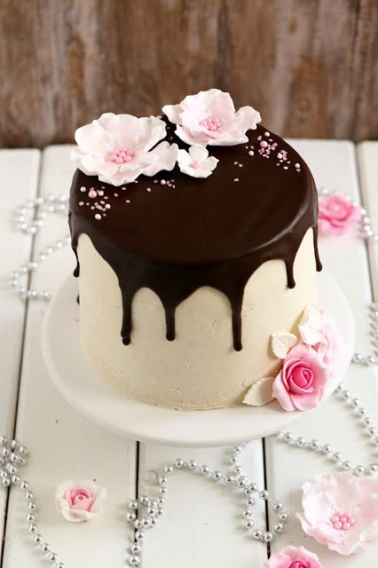 Suklaapossu:+Sitruunamoussetäytteinen+70-vuotiskakku+suklaakakk...