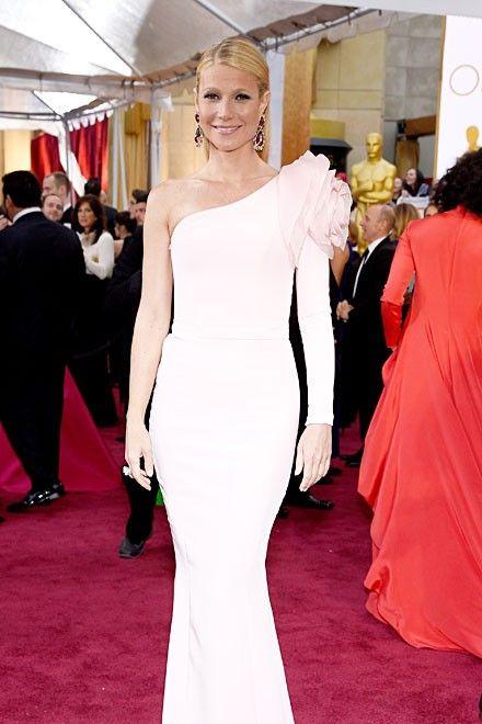 Gwyneth Paltrow in einem roséfarbenen Kleid von Ralph Russo auf dem roten Teppich der Oscars 2015. http://www.red-carpet.de/fashion-beauty/oscars-2015-cumberbatch-tatum-stars-auf-rotem-teppich-bilder-201549565