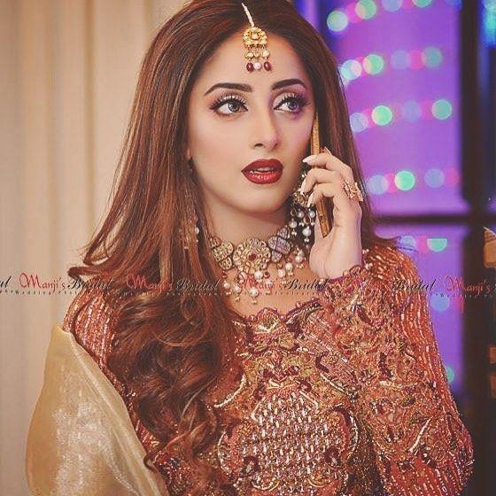 Pakistani Actress Hairstyles: Pin By Zunaira Ali On Pakistani Actress