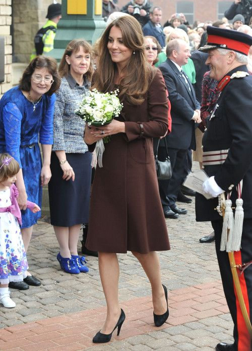 Princess Kate 'Bump Shamed' After Tiny Baby Bump Debut ...