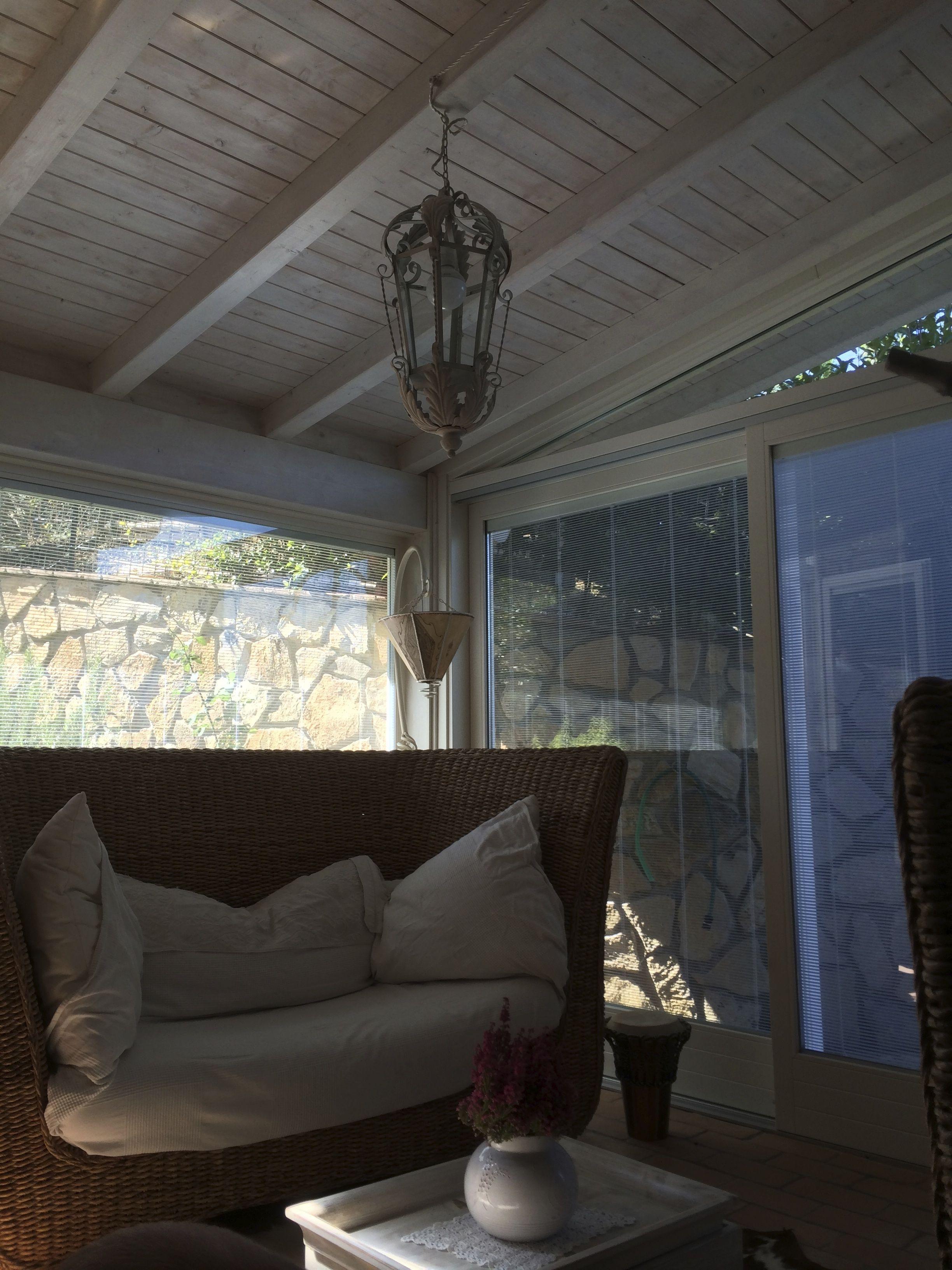 Realizzazione di giardino dinverno con portico lamellare e tetto ...