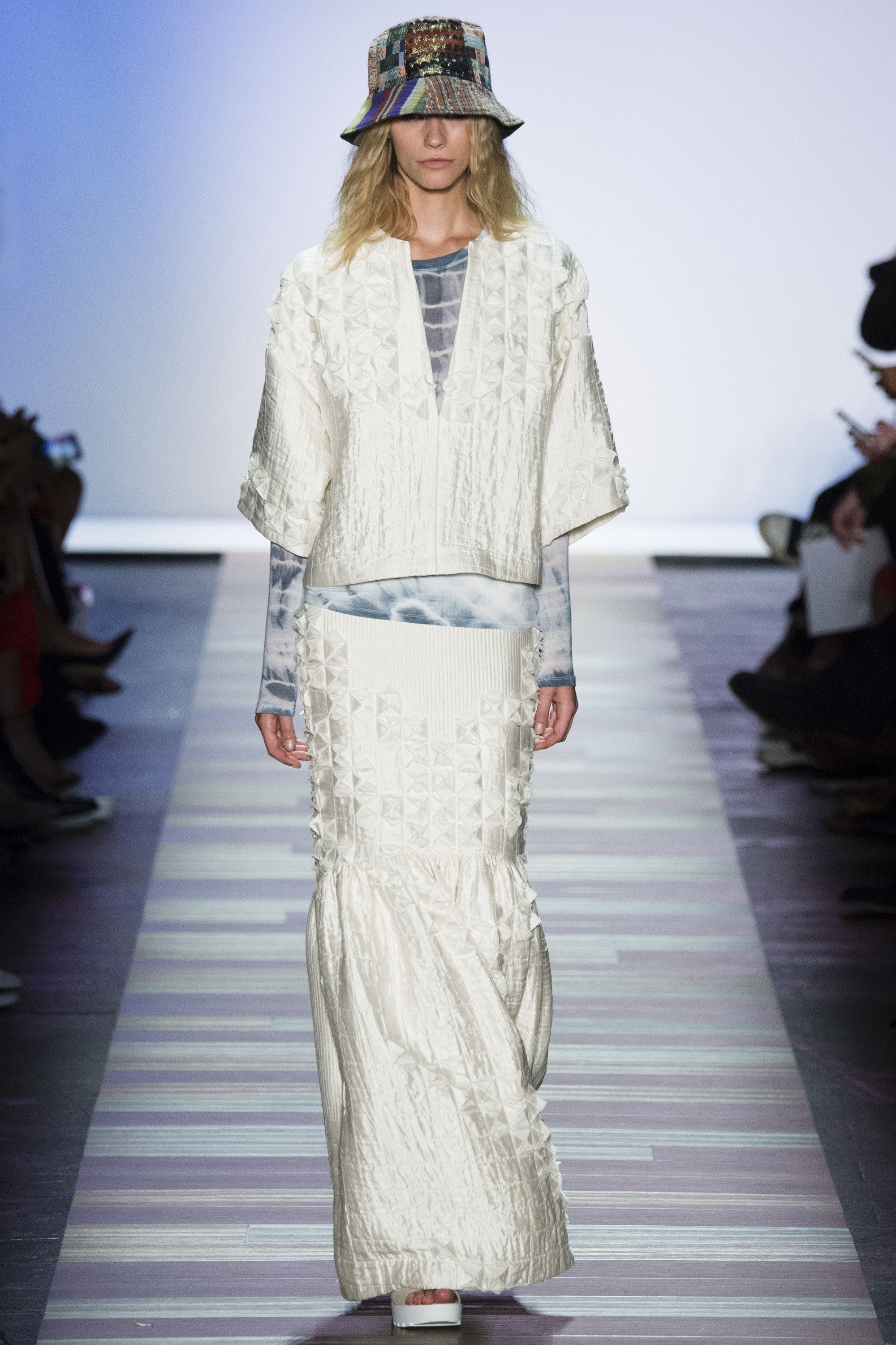 BCBG Max Azria Spring 2016 Ready-to-Wear Collection Photos - Vogue