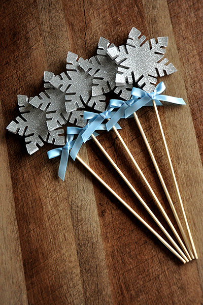 Frozen Birthday Party Decoration. Snowflake Wands. Snowflake Centerpiece.