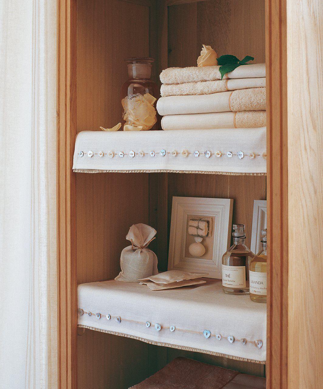 Adorna los estantes una tela de lino hace los interiores - Armarios para ropa ...