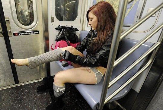 под юбкой в метро порно фото