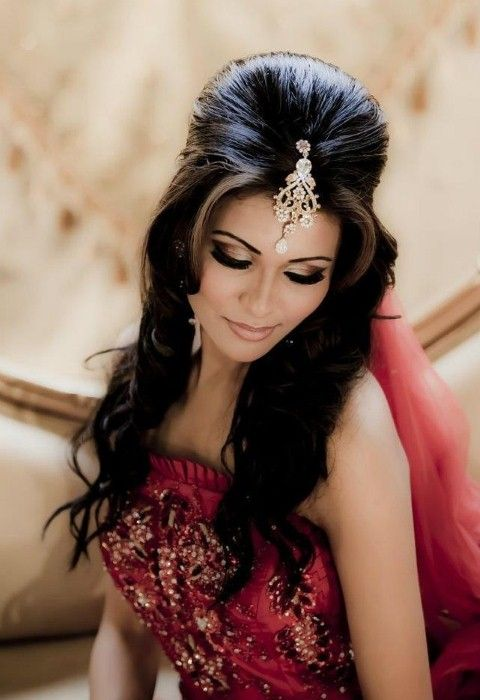 Wedding Hairstyle For Round Face Indian Wedding Hairstyles Indian Hairstyles Indian Bridal Hairstyles