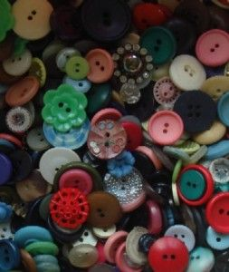 Pretty Vintage Buttons Mixed lot of 100