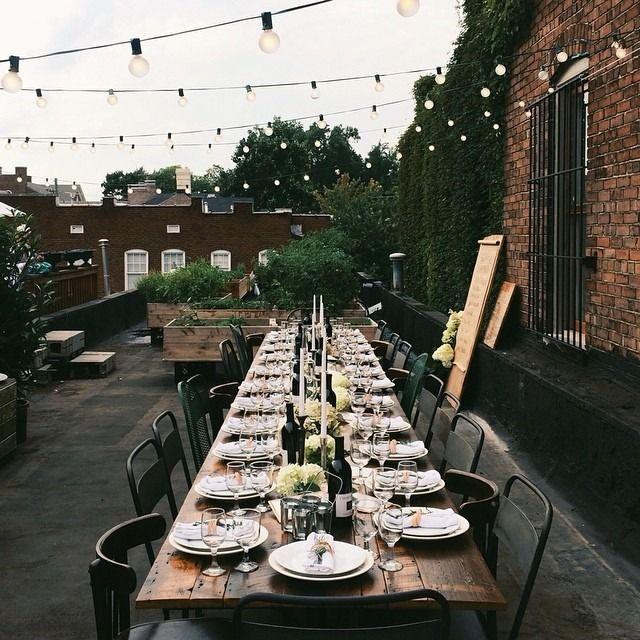 Gedeckter Tisch Im Garten: Decken Für Eine Große Gesellschaft * Langer Tisch * Lange