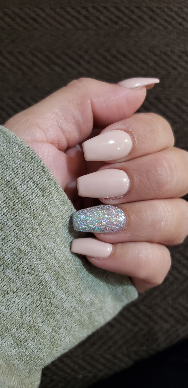 Discover The Best Beauty And Makeup Reviews Makeup Tips Tutorials Simple Acrylic Nails Best Acrylic Nails Graduation Nails