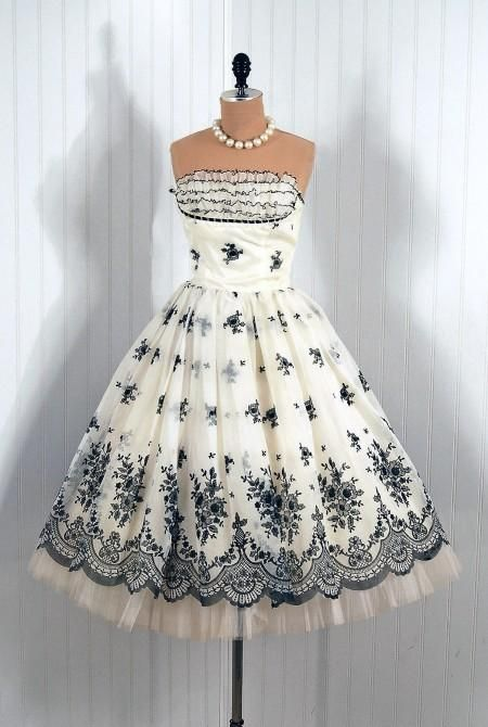 Vintage Dresses From The 40s & 50s! love it ,So feminine....