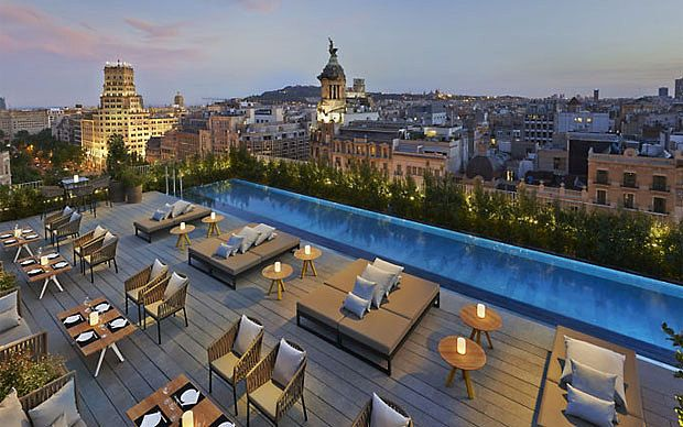 The best Barcelona hotels with rooftop bars Barcelona hotels - hotel barcelone avec piscine sur le toit