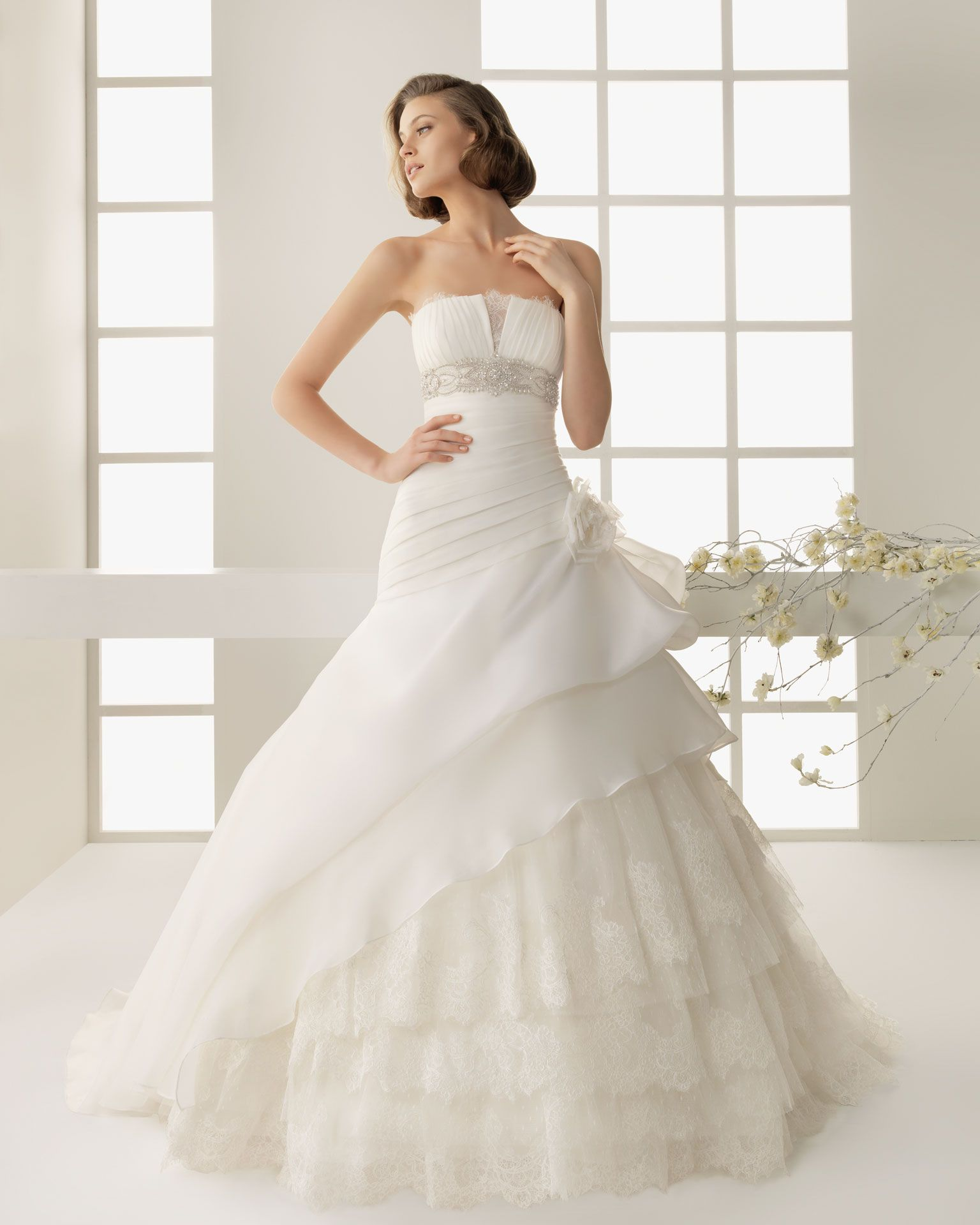 Ecru wedding dress  DINAMARCA  Embroidered organza beadwork gown in ecru X Beadwork