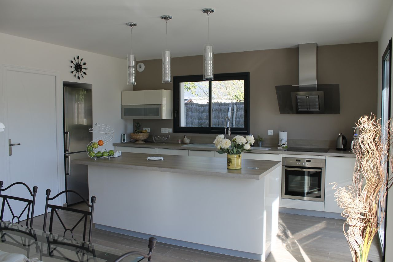 decoration cuisine 12m2. Black Bedroom Furniture Sets. Home Design Ideas