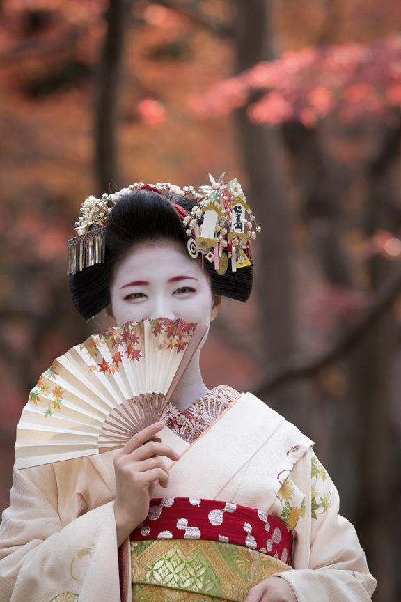 December 2015: maiko Katsuna (source).