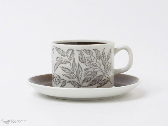 スウェーデンのgefle ゲフレ 社 Fontana フォンタナ シリーズのコーヒーカップ ソーサーです Fontanaシリーズは Berit Ternellがデコレーションデザインを手掛け 1973年から1979年にかけて作られました 繊細なラインで草花の柄が描かれ カ コーヒーカップ