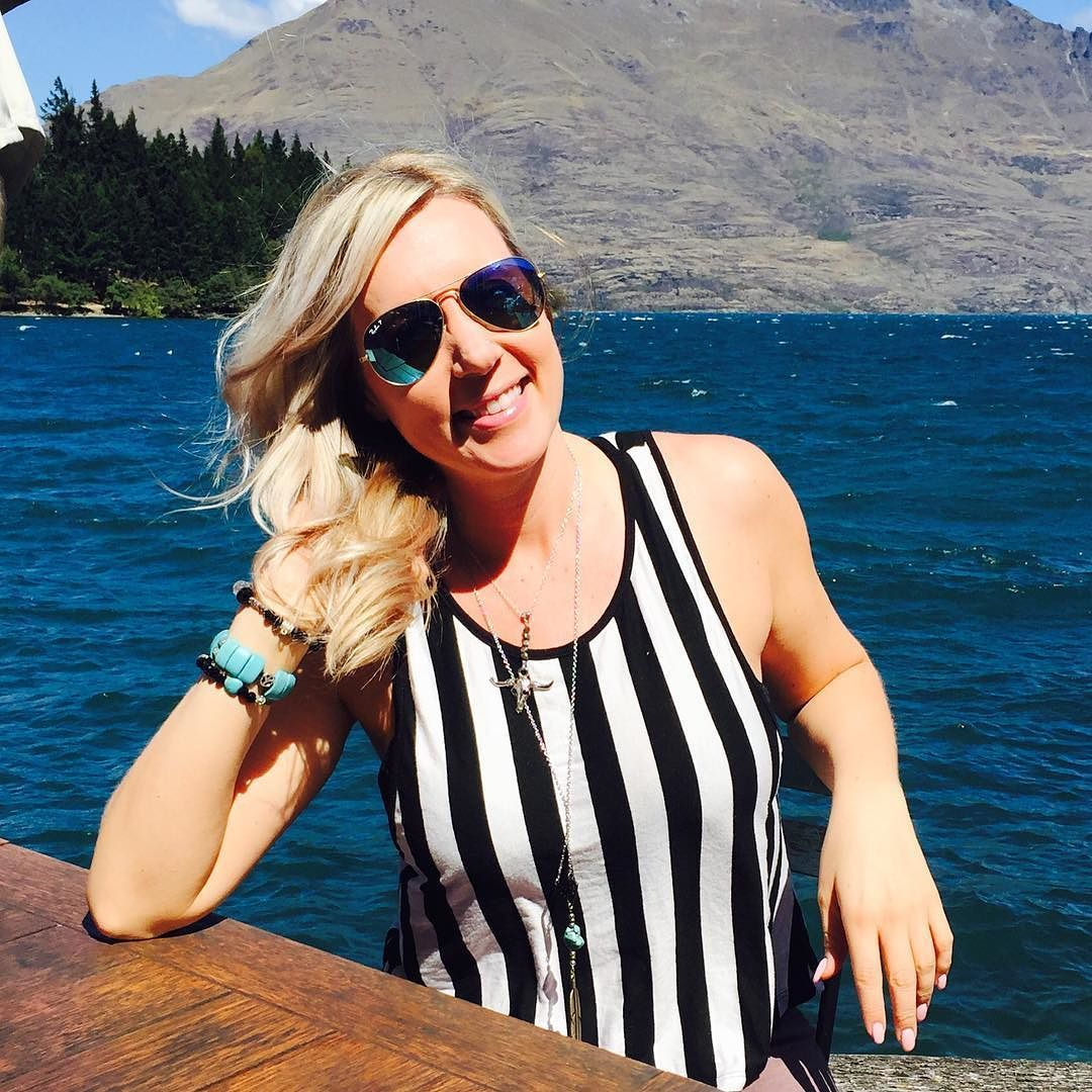 Just another beautiful day having lunch at Wakatipu Lake:) #queenstown #newzealand #gratitude #luvsalononfort -#workhard #travel #lovelife#dreambig by luvsalon