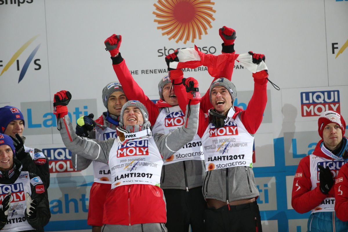 Puchar Świata w Oslo. Polacy walczą w konkursie drużynowym | Sporty Zimowe  w Sport TVN24