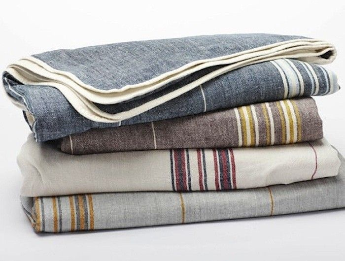 10 Easy Pieces Picnic Blankets Remodelista Rustic Linen Organic Blankets Coyuchi