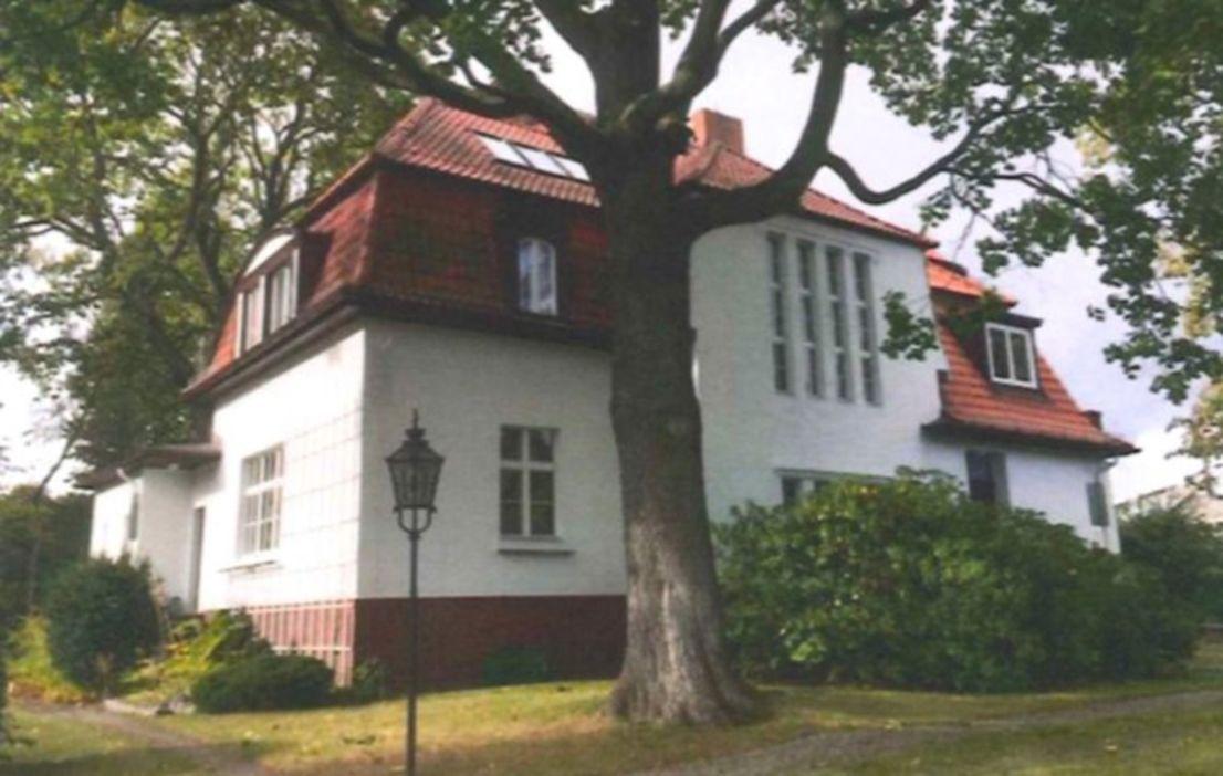 Bezugsfeie Villa Ca 430 Qm Wohnflache Barocker Garten Nebengelass Garten Villa Architecture