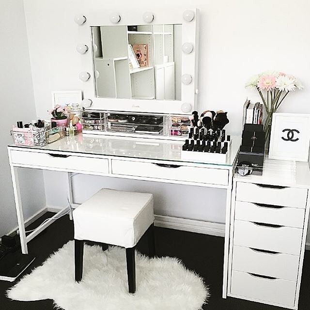 810 Likes 28 Comments Vanity Collections Vanitycollections On Instagram Loving Our Divider Sets Which P Make Up Desk Vanity Stylish Bedroom Vanity Room