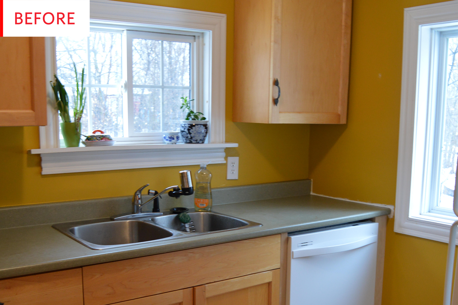 This Cheerful Sunny Kitchen Makeover Only Cost 2 500 Refacing Kitchen Cabinets Kitchen Cabinets Kitchen Wallpaper