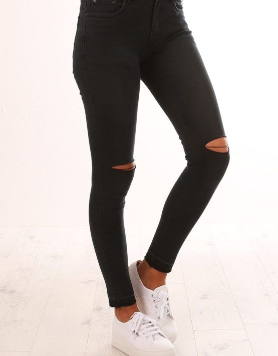 Calça jeans Preta com cintura alta e modelagem skinny com elastano 4af7578aebd