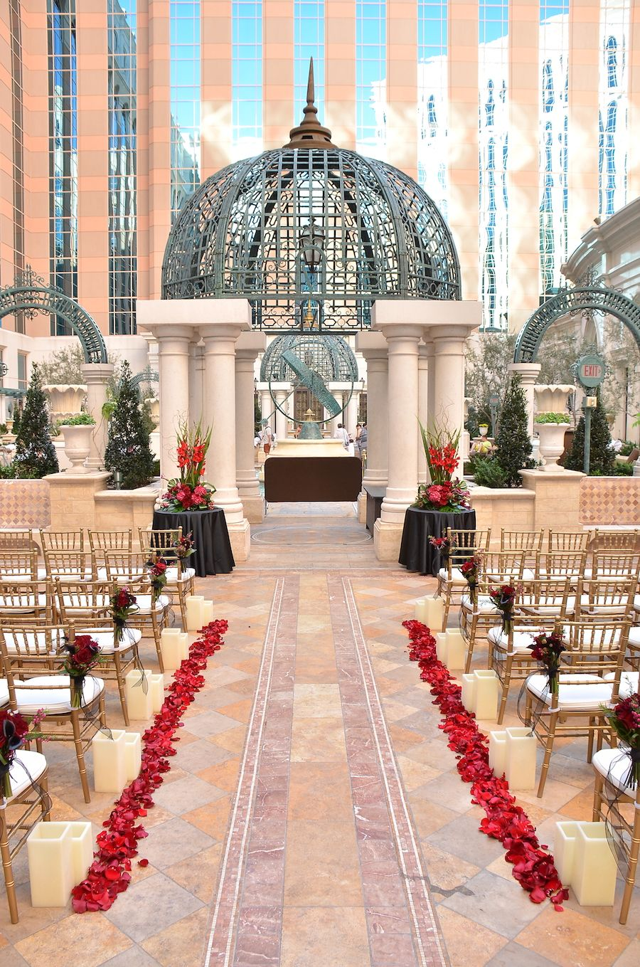 How Positively Gorgeous Is The Courtyard At Venetian Las Vegas For Weddings
