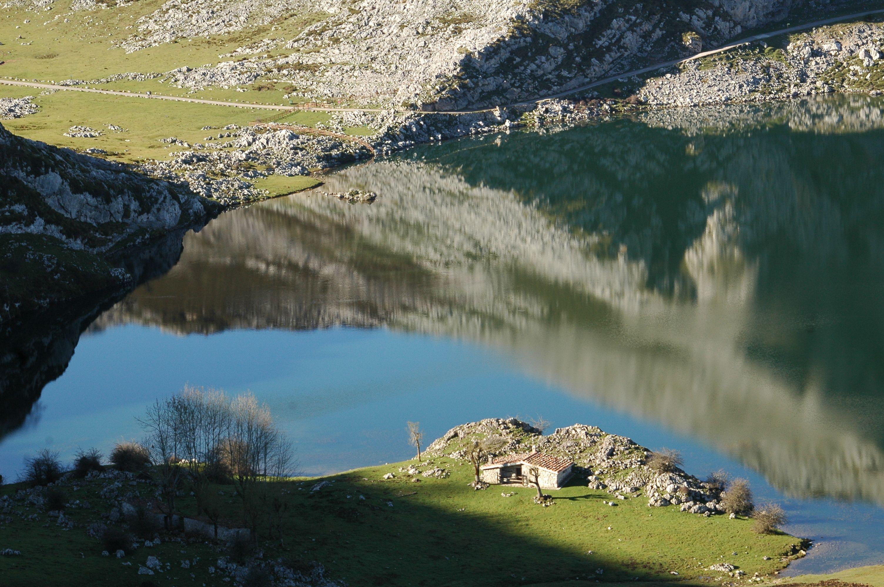 Lagos De Covadonga Asturias Picos De Europa Picos De Europa Asturias Picos De Europa Parques Naturales España