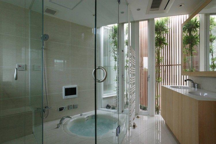 salle-de-bain-zen-jacuzzi-brise-vue-bambou-meuble-vasque-boisjpg