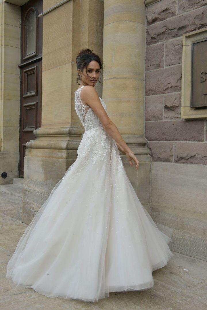 Meghan Markle as Rachel Zane in Suits, wearing a wedding dress ...
