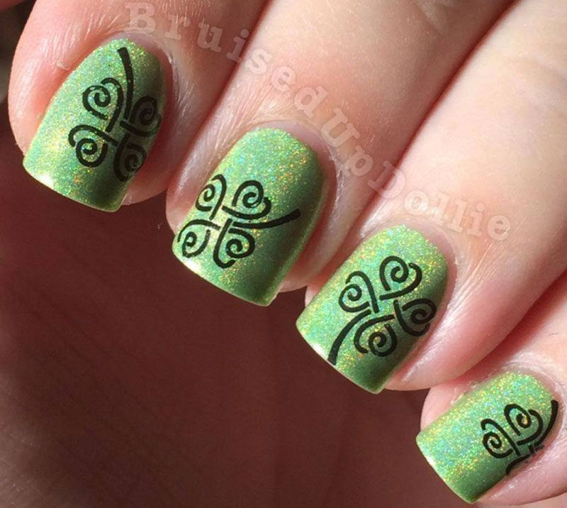 NAIL ART GREEN CLOVER | green shimmer holo clover stamped st ...