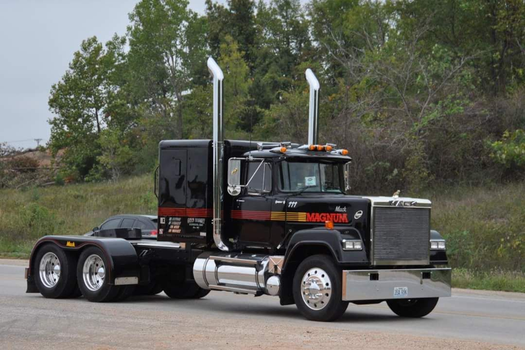 Mack Superliner Custom With Images Trucks Big Rig Trucks