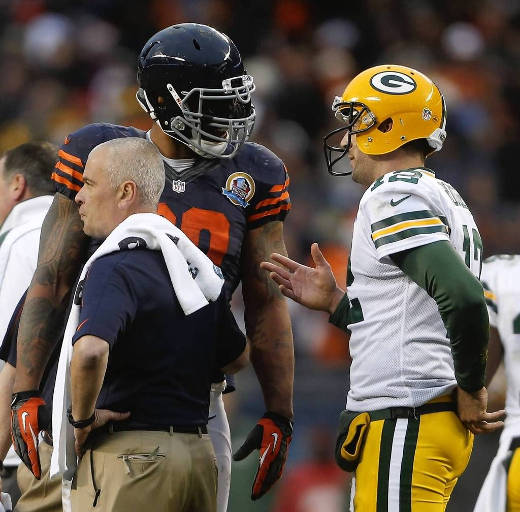 Defensive End Julius Peppers And Packers Quarterback Aaron Rodgers Talk After Peppers Was Penalized For Rou Chi Bears Julius Peppers Football Helmets