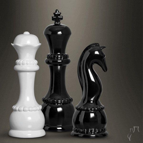 Para os amantes de jogo de xadrez decorar o ambiente com algumas peças do tabuleiroé puro  -> Peças Grandes De Xadrez Para Decoração