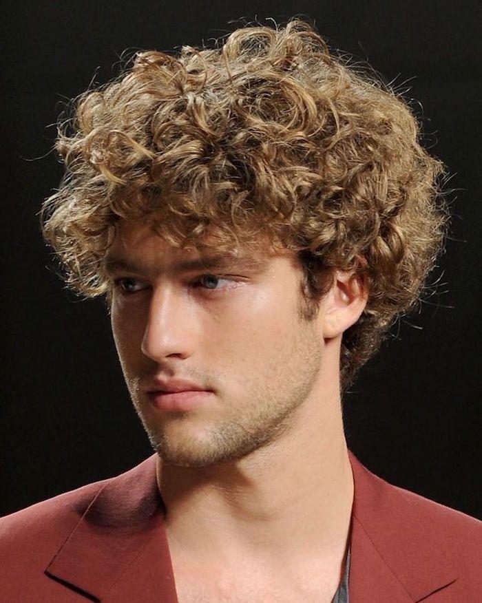 1001 Idees Cheveux Boucles Homme Notre Grain De Sel En Tuto Cheveux Ondules Hommes Coiffure Homme Coupe De Cheveux