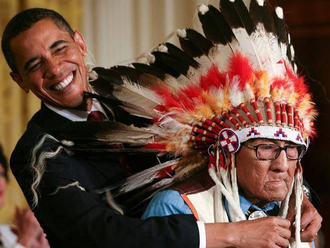 Aveva 102 anni. Nel 2009 il presidente Barack Obama lo aveva insignito della Medaglia presidenziale della libertà, la più alta onorificenza militare americana, per i suoi raid dietro le linee nemiche in Europa durante la Seconda guerra mondiale
