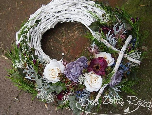 Pin By Jo Pol On Funeralne Living Wreath Flower Arrangements Floral Arrangements