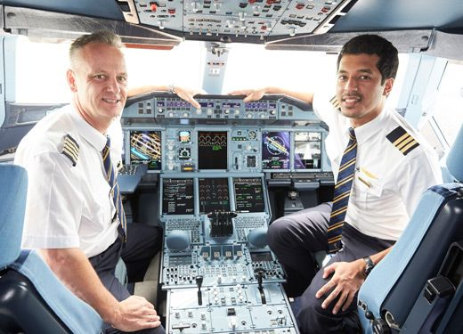 EMIRATES REVEALS 360-VIDEO TOUR OF A380 FLIGHT DECK - Emirates ...