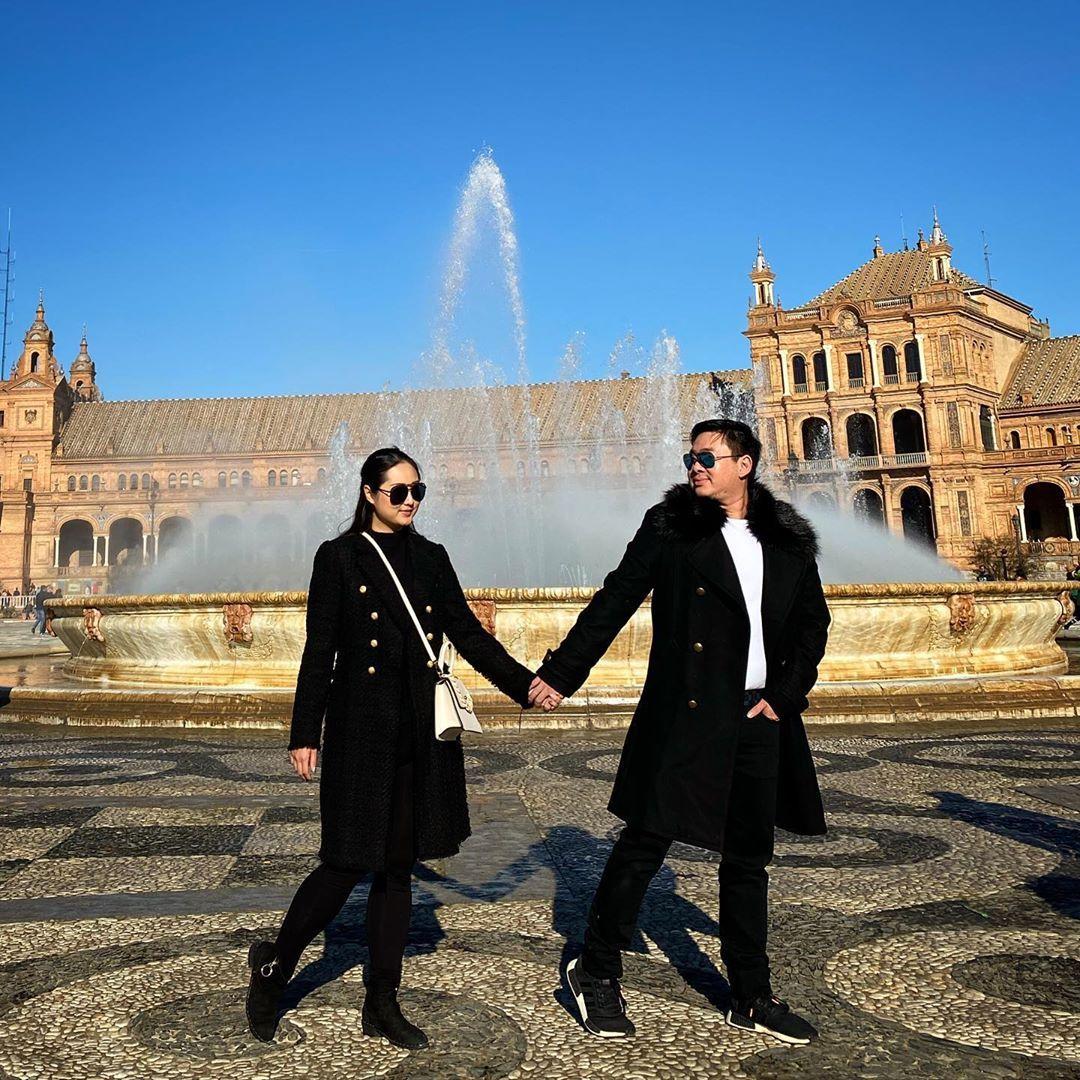 Hold my hand FOREVER #couple #couplegoals #couplequotes #travelphotography #traveltheworld