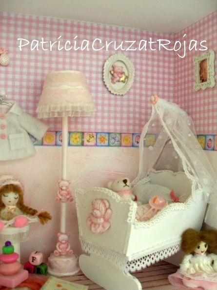 Detalle cuadro dormitorio de beb ni a hecho por encargo for Dormitorios bebe nina
