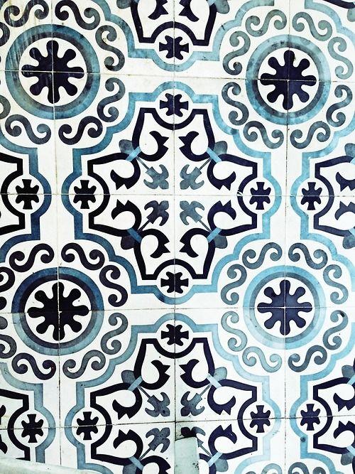 Carreaux de ciment bleu et blanc blue and white cement for Blue and white cement tile