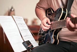 DICAS E AULAS DE VIOLÃO E GUITARRA: Violão e Guitarra - Curso Completo a Distância