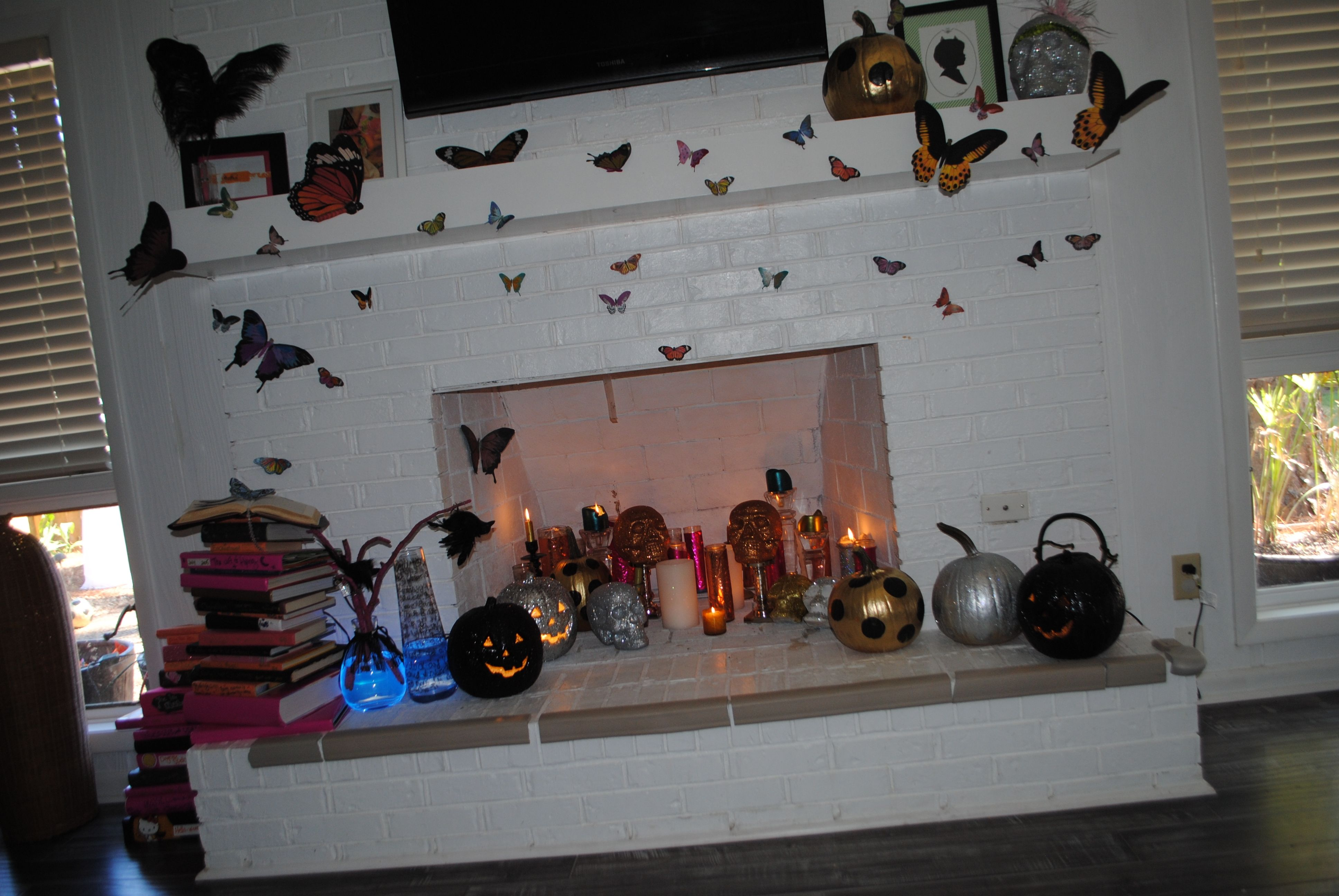 Halloween fireplace decor halloween happy pinterest for How to decorate your fireplace for halloween
